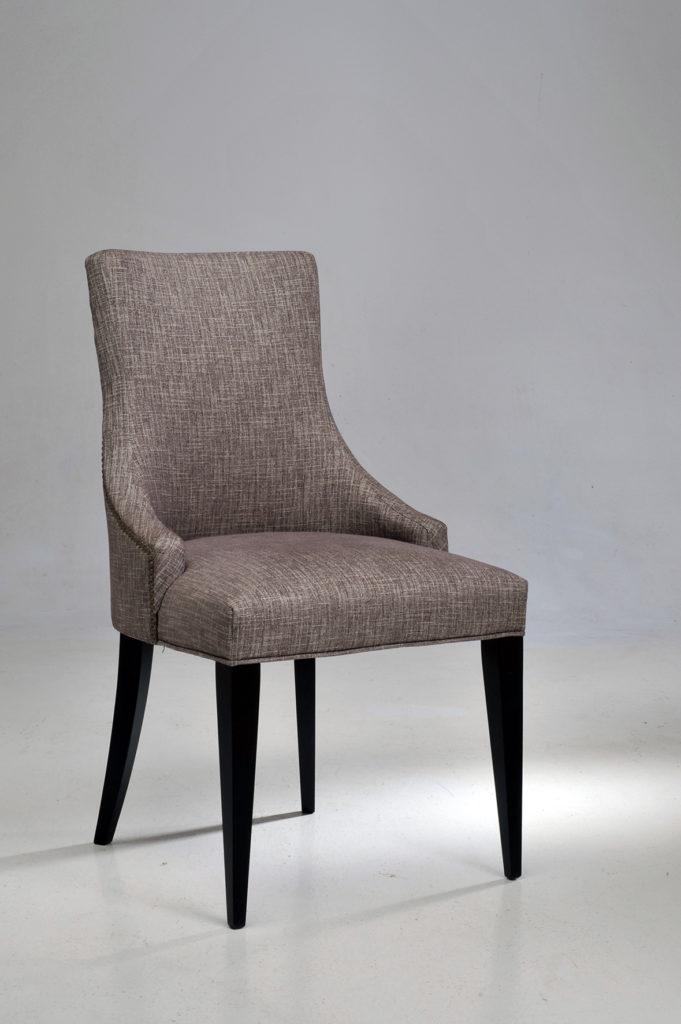 Sièges Bastiat - Fabrication Française - Chaise cloutée Rebecca